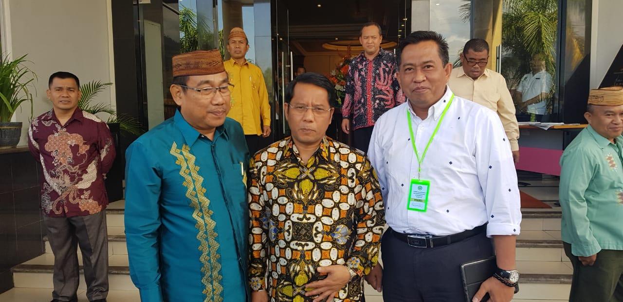 Direktur Jenderal Pendis Kemenag RI Prof Kamaruddin Amin dan Dr Marjuni Dekan FTK UIN Alauddin Makassar (Foto: Istimewa/zonatimes.com)