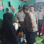 Foto Polsek Bajeng Gowa saat kunjungi Balita penderita gizi buruk (Foto:Ist/zonatimes.com)