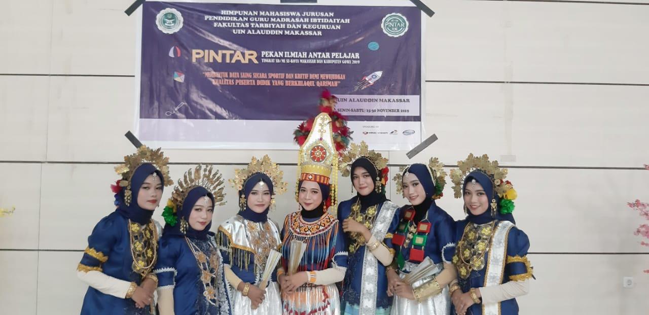 Rangkaian pembukaan Pintar dengan menampilkan tarian dari mahasiswa PGMI UINAM (Foto:Ist/zonatimes.com)