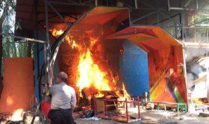 Foto: Kejadian pembakaran di kampus UMI Makassar