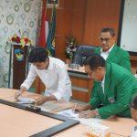 Rektor UMI tandatangan MoU PT MallSampah (foto:Tajuk/zonatimes.com)