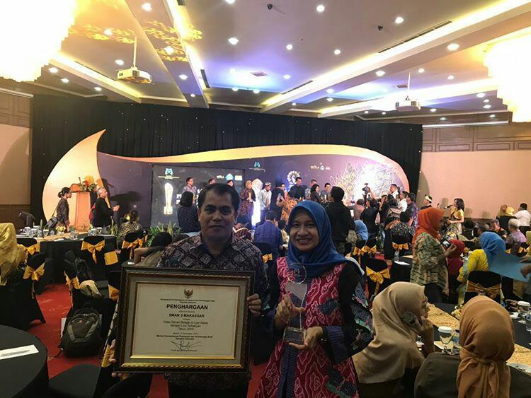 SMAN 3 Makassar raih penghargaan piala merak sekolah ramah anak dari Menteri Pemberdayaan Perempuan dan Perlindungan Anak (Foto: zonatimes.com)