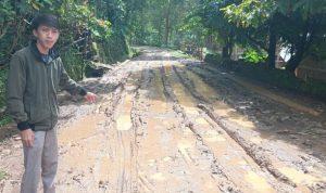 Kondisi jalan rusak, berbatu dan lincin di Kelurahan Garassi Gowa (Foto:Ist)