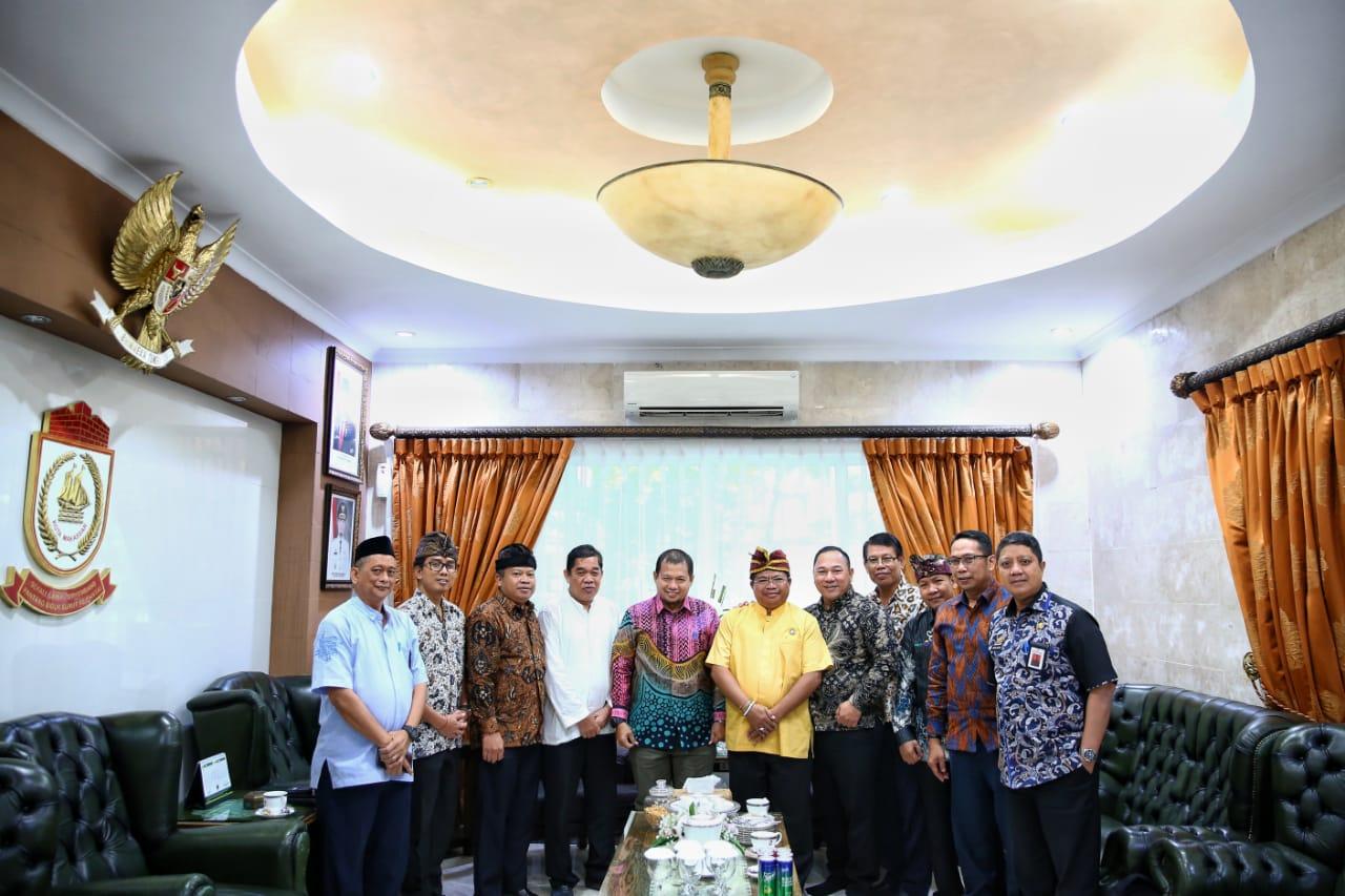 Pertemuan Parisada Hindu Dharma Indonesia dengan Pj Walkot Makassar, Iqbal Suhaeb (Foto:Ist)