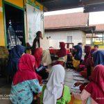 Mahasiswa KKN UIN Alauddin Makassar di Desa Labokong Soppeng pojok Learning Room (Foto:Muhdi Akbar)