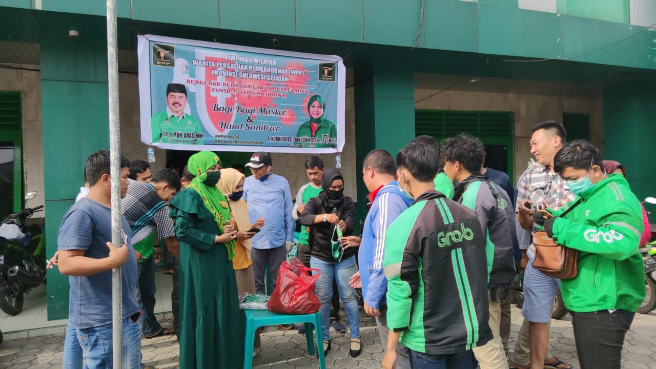 Ojol antir di Sekretariat PPP Sulsel untuk pembagian masker dan hand sanitizer dari WPP (Foto:Rahman)