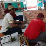 Pendistribusian pake sembako dari program Athirah peduli (Foto: Humas Athirah)