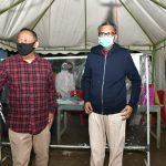 Nurdin Abdullah saat di posko Salokaraja di Kecamatan Maiwa, Perbatasan Sidrap - Enrekang ikuti protokol kesehatan