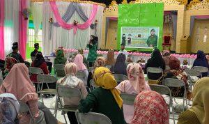 Andi Nurhidayati Zainuddin bagikan ratusan paket sembako kepada penyuluh agama di Wajo Minggu (17/5/200) ist