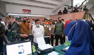 Mantan Wakil Presiden Republik Indonesia yang juga Ketua Umum Palang Merah Indonesia (PMI), Jusuf Kalla (JK) dalam kunjungan ke Posko Covid-19 Sulsel Manunggal, Rabu 17 Juni 2020.
