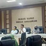 Rapat dengar pendapat bersama pihak terkait penanganan Covid-19 di ruang Banggar DPRD Makassar, Jumat (12/6/2020).