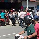 Video pria berseragam Dishub dikeroyok warga di Bulukumba (Foto: screenshot)