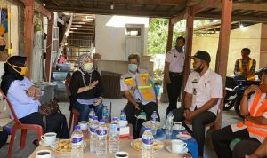 Anggota DPRD Sulsel, Andi Nurhidayati saat menggelar Pertemuan Di Desa Kampiri Kecamatan Citta Kabupaten Soppeng terkait ganti rugi lahan warga terdampak pembangunan jembatan Pacongkang, Rabu (29/7/2020).