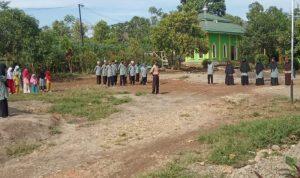 Upacara peringatan hari Sumpah Pemuda di halaman Pondok pesantren Al Fatihah Desa Bulolohe, Kecamatan Rilau Ale, Kabupaten Bulukumba,Rabu, (28/10/2020).