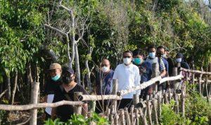 Gubernur Sulsel, Nurdin Abdullah bersama rombongan cek pembangunan wisata Titik Nol Bulukumba (Suarasulsel)