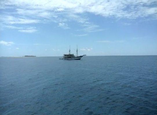 Rombongan KPU RI Bersama 12 Pimpinan KPU se Sulsel Belah Lautan Selayar Menuju Kawasan TMN. Takaboerate